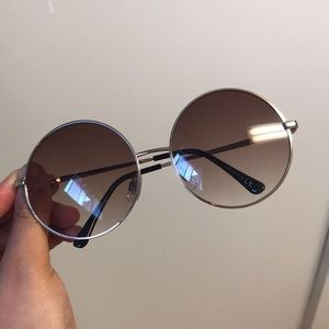 Accessories - Circle shaped sunglasses